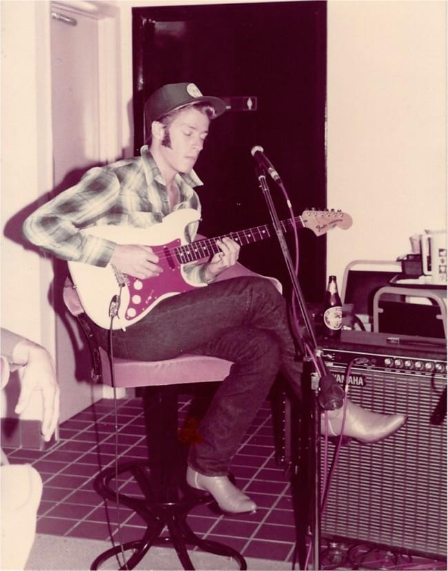 Blues Guitarist Dave Shelley,