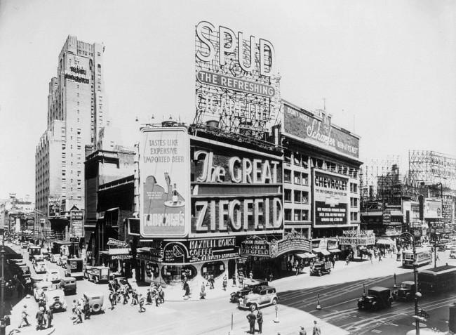 1024px-Astor_Theatre,_Broadway,_1936